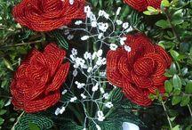 Csokor / Piros rózsa csokor gyöngyből.