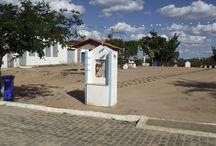 """Santuário Maria Milza """"mãezinha"""" / ROTA ITABERABA: Sala de milagres Maria Milza.  A 12 quilômetros de Itaberaba, na Bahia, o lugarejo Alagoas guarda a sala de milagres da casa de Maria Milza, também conhecida como 'mãezinha'. O local é palco de romarias nos meses de maio e novembro. O Projeto Ex-votos do Brasil documentou o trajeto, a vila e a """"casa dos milagres"""""""