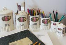 Idées pour ranger les crayons... / Des anciens pots à épice peuvent contenir tout autre chose!