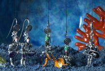 Gioielli Pupi - Ispirazione Magia / L'affascinante gioco delle marionette siciliane riproposto in gioielli che evocano antichi valori di dame e cavalieri. Monili realizzati interamente a mano, completamente snodabili e ricchi di particolari. Per chi ama indossare o regalare un gioiello carico di carattere, e vuol far conoscere agli altri un po' di sé.