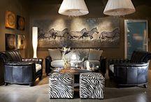 Наши интерьеры на экспозиции / Интерьерный салон открывается экспозицией итальянской и немецкой кухонной мебели. Интерьеры салона созданы как анфилада роскошных залов: спальни, гостиной, кабинета, столовой с мебелью в современном и классическом стиле. Все они оформлены прекрасно подобранными светильниками и декорированы картинами, часами, бронзовыми скульптурами, дизайнерским текстилем, аксессуарами, умело подчеркивающими уникальность мебели.