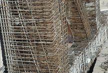 Construction Tête Carrée / Photographies de la construction de la Tête Carrée. Artiste : Sacha Sosno. Architectes : Y. Bayard et F. Chapus