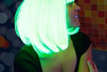 UV & NEON / UV- aktive Deko, Kosmetik und Körperfarben, Sprays, Haargels, Splashfarben, Textilfarben, Glitter, Stoffe, Wolle und Bänder