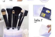 { Makeup organization }