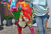 Artcows  Kunstkoe koeienkunst koeien  & kunst / Beschilderde koeien in de Mir stijl eer informatie op www.kunstenaresmir.nl