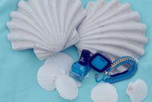 Lieblingsfarben voll im Trend – unsere Tipps! / Ob Hellblau oder Türkis – alles ist irgendwie Meer und Himmel, eben Sommer. Und deshalb ist Aqua unsere Lieblingsfarbe. Natürlich auch, weil Blau eine beruhigende Wirkung hat und bestens geeignet ist, um sich zu entspannen! Experten empfehlen Blautöne als Wandfarbe deshalb für Schlaf- und Kinderzimmer. Das Tolle ist: Blau und Blau gesellt sich gern.