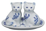 Salt and Pepper Shakers / by Dianna Lobe-Miller