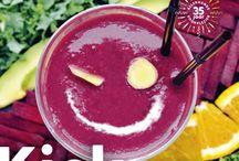 Allerhande Magazine januari 2018 / Begin het nieuwe jaar met een kickstart! De recepten in deze Allerhande zitten bomvol goede ingrediënten. Wat er op het menu staat? Voedzame ontbijtjes, stevige maaltijdsoepen, groente van het seizoen en nog veel meer gerechten waarmee je je aan je goede voornemens houdt. Bovendien staan veel gerechten in een mum van tijd op tafel!