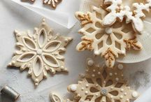 Snowflake Christmas decorations and baking inspiration / Beautiful snowflake products, images and text e.g. glass snowflakes, snowflake biscuits and snowflake Christmas tree decorations.