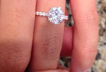 my favorite engagement rings & wedding bands / by Brittanie Bosquez