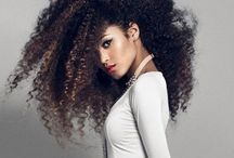 Curly HairStyle / Pictures of women and men with curly hair.