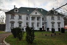 Gościeradów - Pałac / Pałac w Gościeradowie wybudował Eligiusz Prażmowski w 1781 roku. Ostatnim właścicielem zespołu pałacowego był Eligiusz Suchodolski, który w testamencie zapisał pałac Warszawskiemu Towarzystwu Dobroczynności. Obecnie w pałacu mieści Dom Pomocy Społecznej imienia hr. Eligiusza Suchodolskiego.