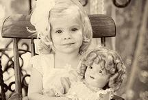 κοριτσακια με κουκλες