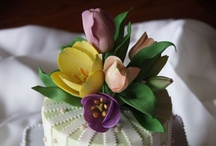 Wedding Cakes - Flower Toppings / Fresh flowers or sugar flowers are popular choices for topping wedding cakes.