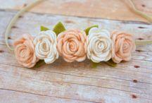 Laço de cabeça com flor de feltro