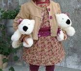 Angela Sutter - met 2 staartjes en 2 hondjes