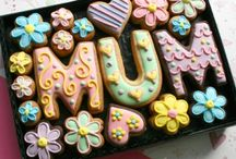 Mother's Day Cookies / Gift boxes of hand-iced cookies to delight your Mum on Mother's Day.