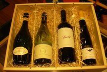 Kerstpakketten / Wij verzorgen prachtige eindejaarsgeschenken voor al uw relaties in exclusieve wijnen. Wij werken snel, als op voorraad dan geldt: vandaag besteld morgen in huis.