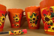 Virágos csészék, bögrék / Különleges, aprólékos kézi munkával díszített bögrék, csészék kerültek ebbe az albumba.