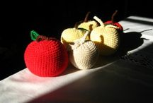 Crochetted apples -Virkattuja omenia