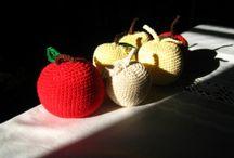 Crochetted apples -Virkattuja omenia