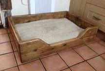 Scaffold dog bed