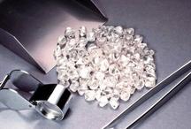 Achat et vente de diamants et pierres précieuses  / Vous êtes fan des diamants ou bientôt vous avez une cérémonie importante, Glamissime ! vous présente le concept d'achat et vente de diamants et pierres précieuses. www.glamissime.net / by Glamissime Glam