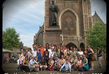 Groepsfoto's / Nationale en internationale groepen genieten samen met onze gidsen van de stad Delft. Een kleine selectie van onze groepen.