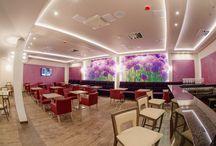 Hotel Olivia Medical Spa **** / Olivia Medical SPA dysponuje także hotelową restauracją oraz salami konferencyjnymi o łącznej pojemności do 100 osób a także monitorowanym parkingiem dla 50 samochodów.  Hotel dysponuje dobrze rozwiniętą strefą SPA & Wellness oferującą szereg zabiegów poprawiających samopoczucie, relaksacyjnych i upiększających.