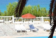Anka Beach Resort Çeşme / Ayasaranda koyunda bulunan Anka Beach Resort Hotel 250 mt uzunluğunda mavi bayraklı plajı, sakız adasına doğru uzanan geniş bir ahşap iskelesi, 50.000 metrekarelik yeşil alanı ve 600 yılı aşkın yaşları ile çitlenbik ve dut ağaçlarının muhteşem kokularıyla doğayla içiçe muhteşem bir tatil sunuyor. www.ankabeachhotel.com
