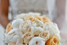Warm breeze / A simplistic wedding filled with touches of yellows and creams addd to this elegant set up at the beautiful Madinat Jumeriah in Dubai.