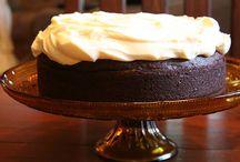 Food: Desserts / by Ashley Ramage