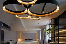потолочный декор и светильники