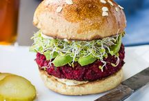 Burgers / All about burgers, from chicken burgers, to vegan burgers, to last black bean burgers. All types of homemade burger recipes.