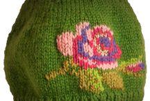 fiberchic .no / Velkommen til min lille nettbutikk www.fiberchic.no    Her finner du håndarbeidsprodukter jeg har laget selv.   Strikket, heklet, sydd, tovet eller laget på annen måte.