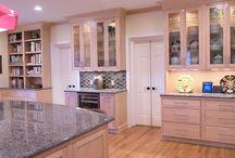 Maple/Natural/Wabash / Kitchen Specie: Maple Finish: Natural Overlay: Inset Concealed Door Style: Wabash Drawer Front: Slab