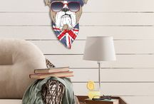 """FASHION ANIMALS / Die einzigartigen 2D-Wandobjekte von cuadros lifestyle aus der Collection """"Fashion Animals"""", verzaubern  die Wände Ihrer Wohnung stilvoll und geben jedem Raum eine individuelle Note. Ob Schweinchen mit rosa Sonnenbrille, Bulldogge mit Basecap, Hirsch in Uniform oder ein Boston Terrier mit Schlips und Kragen – diese """"Fashion Animals"""" lassen es so richtig krachen!"""
