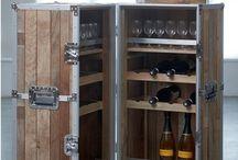 TRUNK & TROLLEY BAR / Cucne e  bar in baule