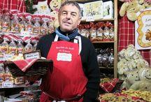 Les marchés de Noël en Alsace / L'ouverture des marchés de Noël en Alsace est presque autant attendue que l'arrivée du Père Noël ! Bredele, tartines, lumières et autres décorations de Noël, tout y est. Le JDS vous livre les premières images.