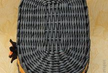 Овальное дно в плетении из газет