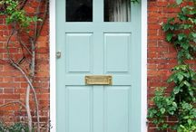 Fabulous Paint Colors for Front Doors / Your front door is everything: an entryway to a colorful home, the first impression you give your visitors, and the first place for you to experiment with inspiring paint color. Check out the paint color options from Sherwin-Williams today.
