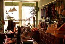 Delikatessen Ladeneinrichtung / Neue Ladeneinrichtung im historischen Stil. Hier tauchen Sie ein in die Welt der nostalgischen Kolonialwaren Zeit. Delikatessen im historischen Ambiente erinnern an die guten alten Zeiten, wo noch alles mit Liebe und einem freundlichen Lächeln über die Theke geht.