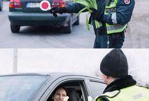 Policias USA regalan flores dia d la mujer