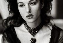 Mujeres / La belleza es efímera la sensualidad es eterna