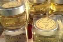 Preparati di miele d'acacia serie ELEGANCE / Preparati di miele d'acacia con tartufo bianco di San Miniato, con stami di zafferano, con baccello di vaniglia