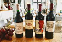 Wyjątkowe wina w Restauracji Akademia / W Akademii pracują specjaliści w dziedzinie wiedzy o winie i jego degustacji. Nie tylko pomogą dobrać wyjątkowy trunek podkreślający smak potrawy, ale również opowiedzą anegdotę związaną z daną uprawą czy jej historią.