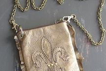 Bags & Purses / Bags and purses that catch our eye for whatever reason.  From fun and functional tote bags to elegant clutches.