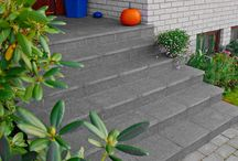 Murbekledning / Gammel trapp blir som ny med granitt trappebekledning. Granitt er et holdbart materiale for trapper og inngangspartier. Trappebekledningen i form av separate topp- og fronttrinn monteres på for et mer luksuriøst preg. Front og topp er flammebehandlet mens øvrige overflater er sagde.