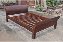 Łóżka / Oferujemy Państwu piękne indyjskie łóżka wykonane ręcznie przez najlepszych rzemieślników. Indyjskie łóżka są bardzo wytrzymałe i bedą służyć Państwu przez wiele lat.