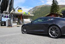 Aston Martin und Ferrari @ Andermatt / Gipfeltreffen von rund 50 Ferraris und Aston Martins, die sich auf ihren Reisen durch die Alpen in Andermatt im The Chedi Andermatt trafen und einen gemeinsamen Aufenthalt genossen.